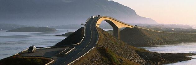"""La carretera """"Atlanterhavsveien"""", o Carretera del Atlántico"""